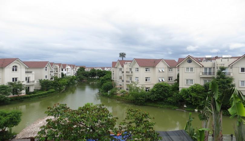 Large garden detached villa for rent in Vinhomes Riverside
