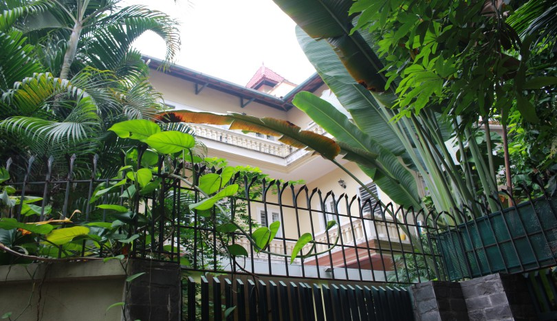 Large garden house in Nghi Tam village Tay Ho 4 bedrooms