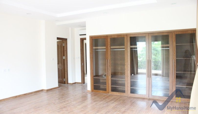Large unfurnished detached villa to rent in Vinhomes Riverside near Almaz