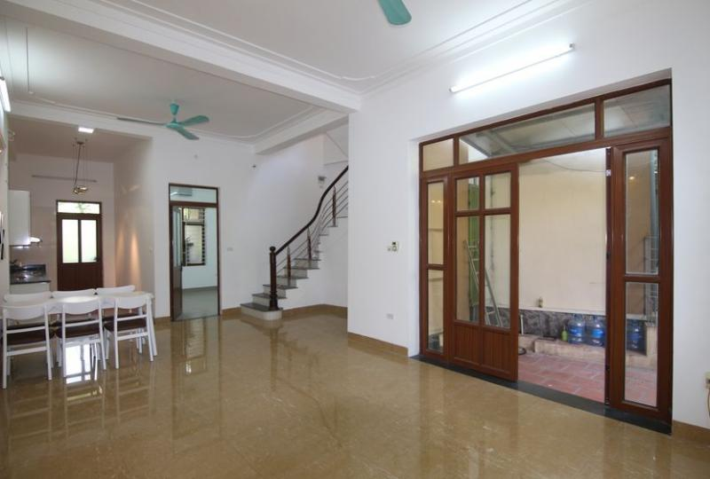 Long Bien house rent with 3 bedrooms in Ngoc Thuy street