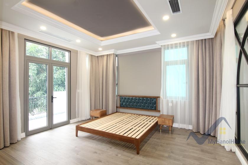 Luxury 3 bedroom Vinhomes Riverside Villa Mosquito net installed