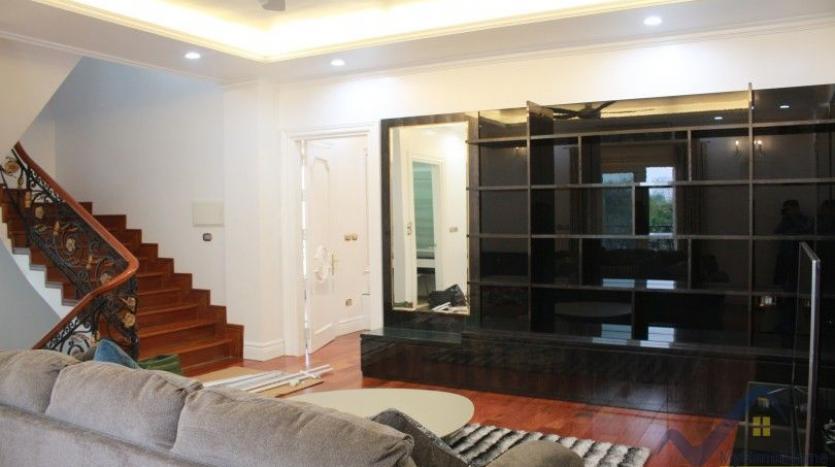luxury-vinhomes-riverside-villas-rental-near-jura-park-4-bedrooms-11