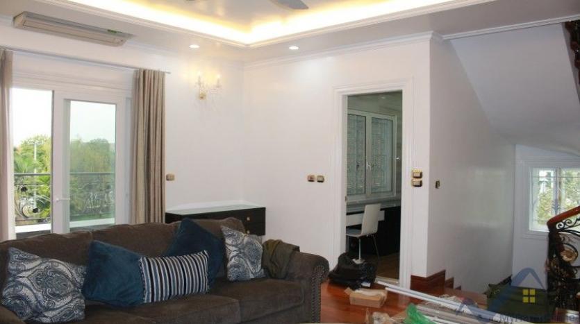 luxury-vinhomes-riverside-villas-rental-near-jura-park-4-bedrooms-12