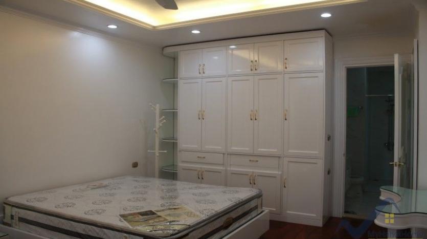 luxury-vinhomes-riverside-villas-rental-near-jura-park-4-bedrooms-13