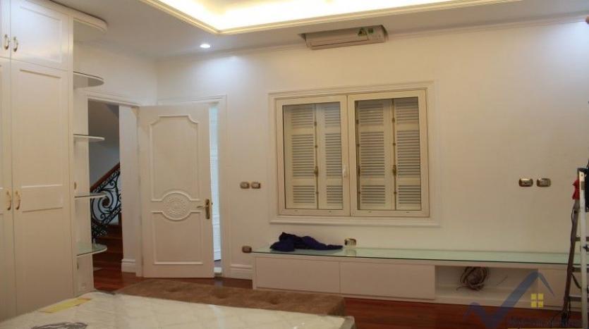 luxury-vinhomes-riverside-villas-rental-near-jura-park-4-bedrooms-18