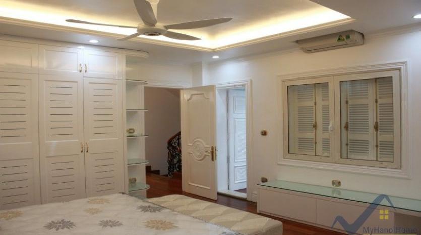 luxury-vinhomes-riverside-villas-rental-near-jura-park-4-bedrooms-26