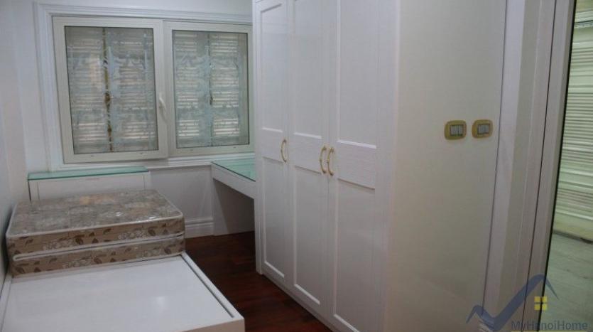 luxury-vinhomes-riverside-villas-rental-near-jura-park-4-bedrooms-29