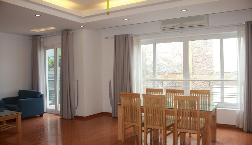 Modern 2 bedroom Tay Ho apartment for rent with furnished