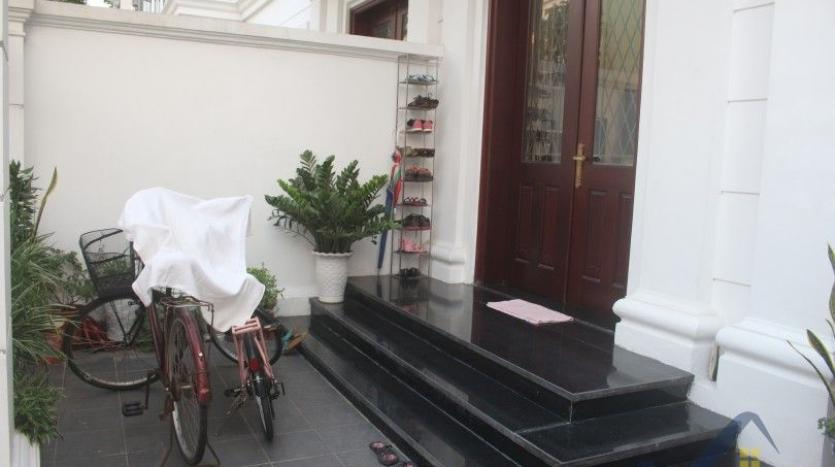 modern-furnished-3-bed-house-in-vinhomes-harmony-hanoi-for-rent-1