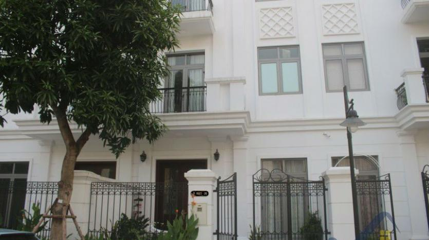 modern-furnished-3-bed-house-in-vinhomes-harmony-hanoi-for-rent-22