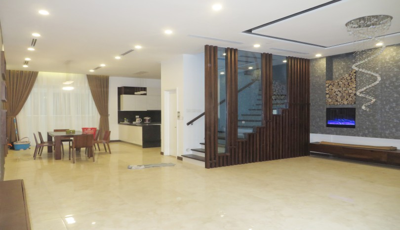 Modern semi detached villa for rent in Vinhomes Riverside, 4 bedrooms
