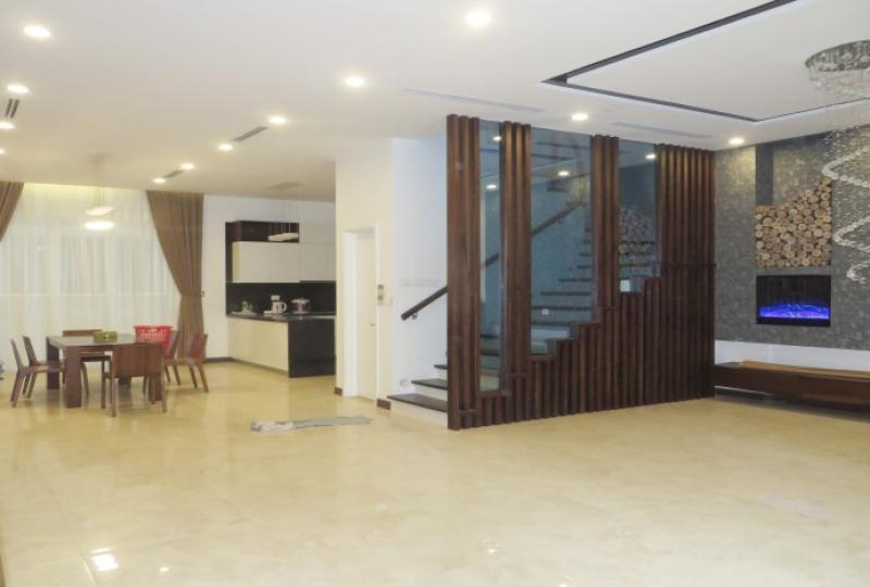 Modern semi detached villa for rent in Vinhomes Riverside, 4 bedrooms