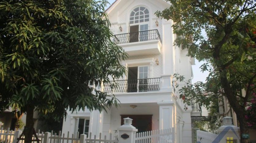 modern-villa-in-vinhomes-riverside-long-bien-4-bedrooms-with-lift-1