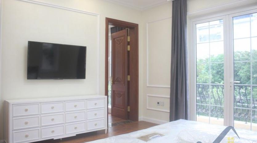 modern-villa-in-vinhomes-riverside-long-bien-4-bedrooms-with-lift-10