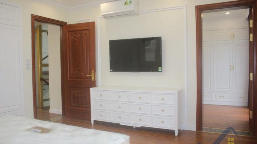 modern-villa-in-vinhomes-riverside-long-bien-4-bedrooms-with-lift-19