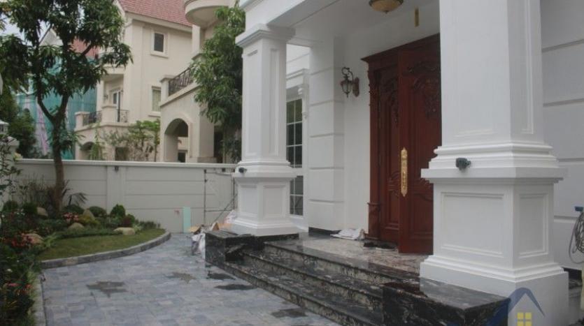 modern-villa-in-vinhomes-riverside-long-bien-4-bedrooms-with-lift-2
