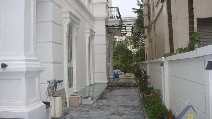 modern-villa-in-vinhomes-riverside-long-bien-4-bedrooms-with-lift-3