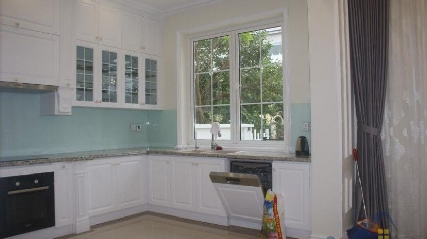 modern-villa-in-vinhomes-riverside-long-bien-4-bedrooms-with-lift-8
