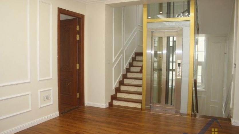 modern-villa-in-vinhomes-riverside-long-bien-4-bedrooms-with-lift-9