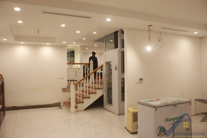 Modern Vinhomes Riverside Hanoi villa for rent with elevator 4beds