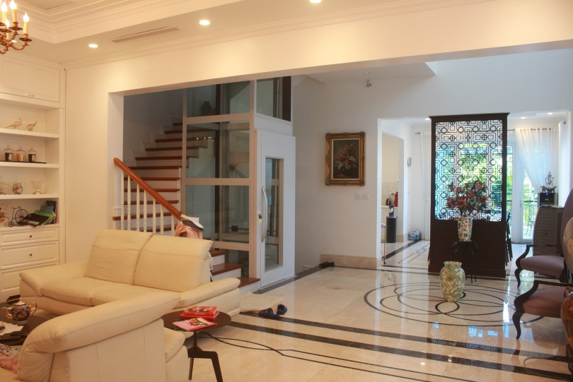Modern Vinhomes Riverside Hanoi villa for rent with elevator 4beds