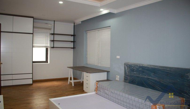 Modern Vinhomes Riverside house to rent close Vincom Plaza