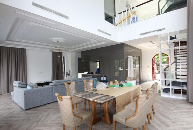 New furnished rental detached villa Vinhomes Riverside Hanoi