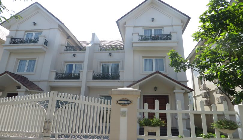 New semi-detached villa for rent in Vinhomes Riverside, unfurnished