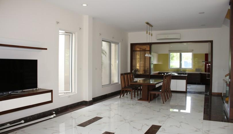 Newly refurbished 3bed villa for rent in Vinhomes Riverside, Long Bien