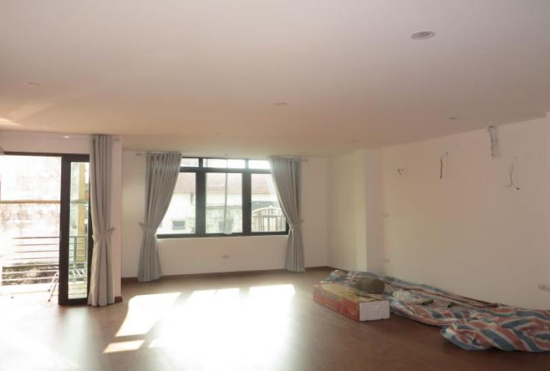 Newly Studio to let in Nghi Tam, Tay Ho, furnished