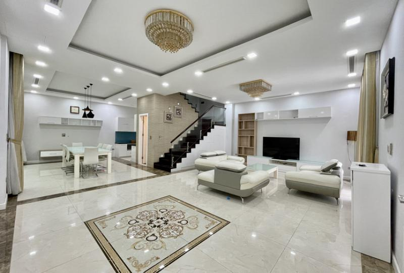 Newly villa for rent in Vinhomes Riverside with furnished 4 bedrooms
