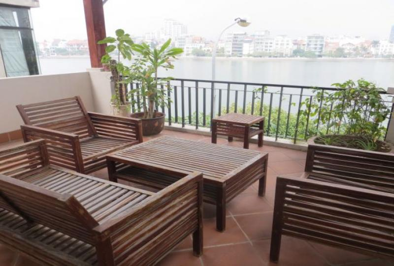 Nghi Tam village 3 bedroom house rental with lake view