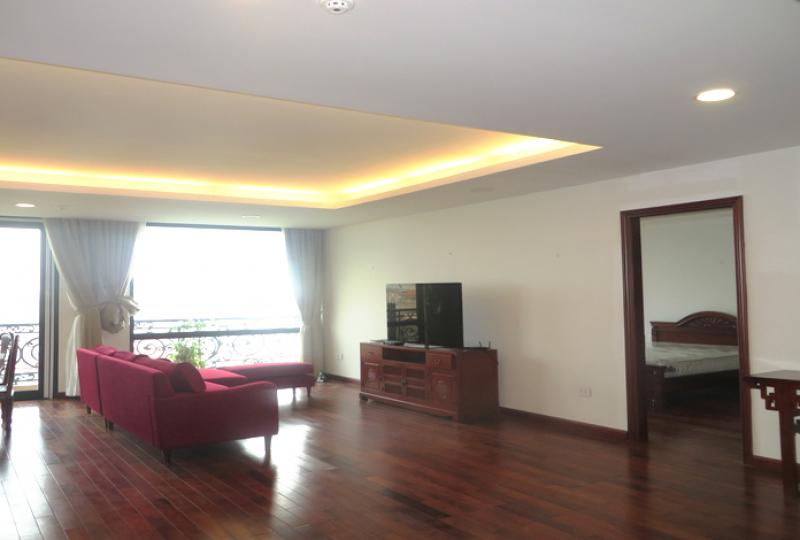 Nice 2 furnished bedroom apartment on Xuan Dieu to rent, gym