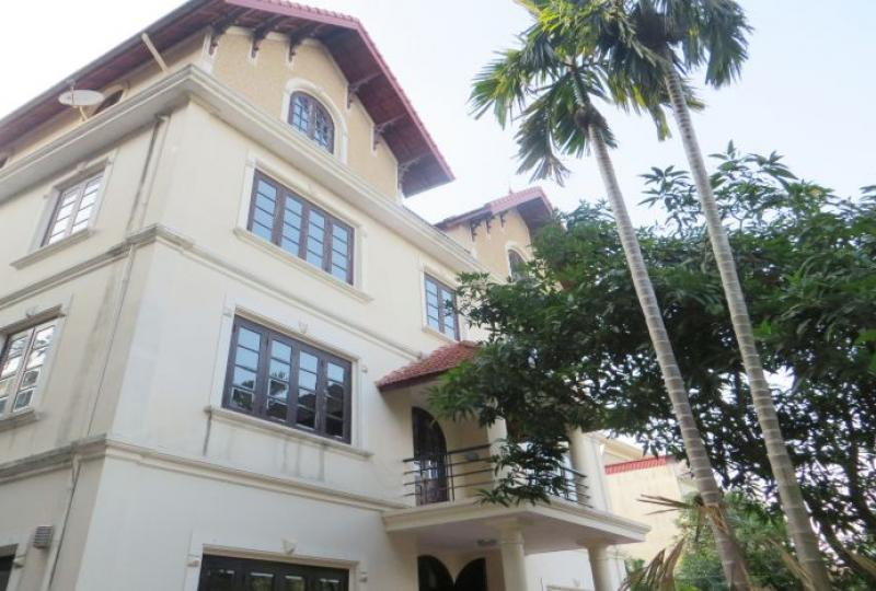 Outdoor pool villa for rent in Tay Ho, partly furnished