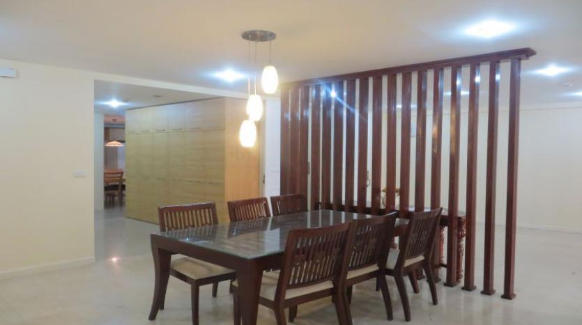 p2-tower-ciputra-4-bedroom-apartment-for-rent-nice-view-4