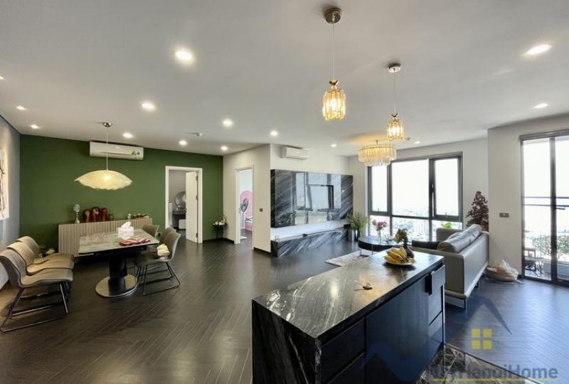Panoramic view 3 bedroom apartment for rent in Mipec Riverside