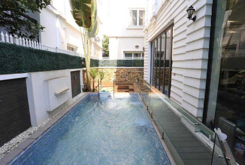 Partially furnished house to lease in Vinhomes Riverside Hanoi 4 beds