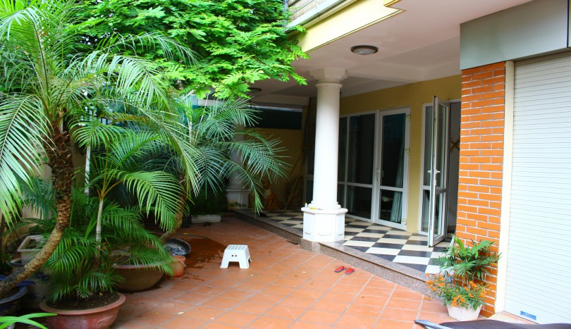 Partly furnished house in Dang Thai Mai street for rent