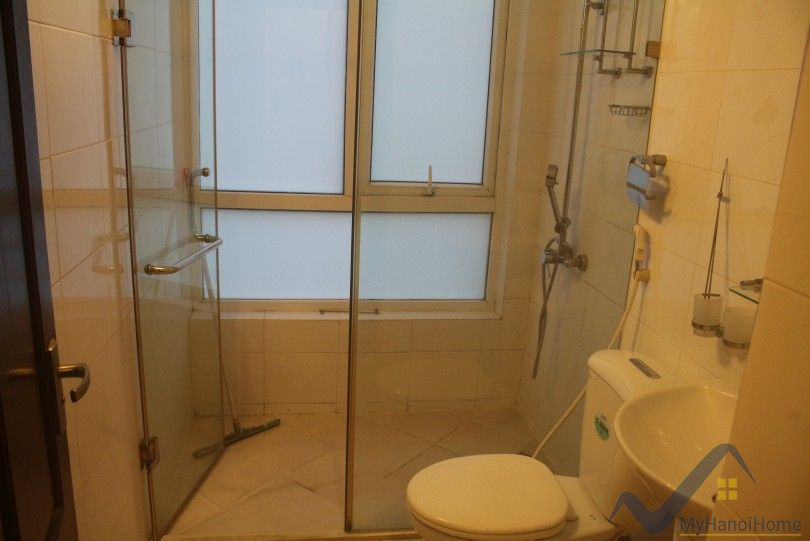 Quiet Truc Bach lake apartment rent comes with 2 bedrooms
