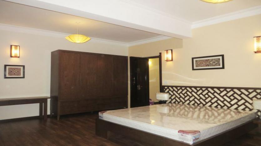 refurbished-3-bedroom-house-for-rent-in-tay-ho-large-yard-10