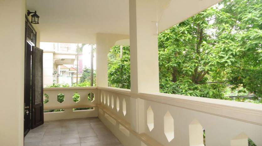 refurbished-3-bedroom-house-for-rent-in-tay-ho-large-yard-13