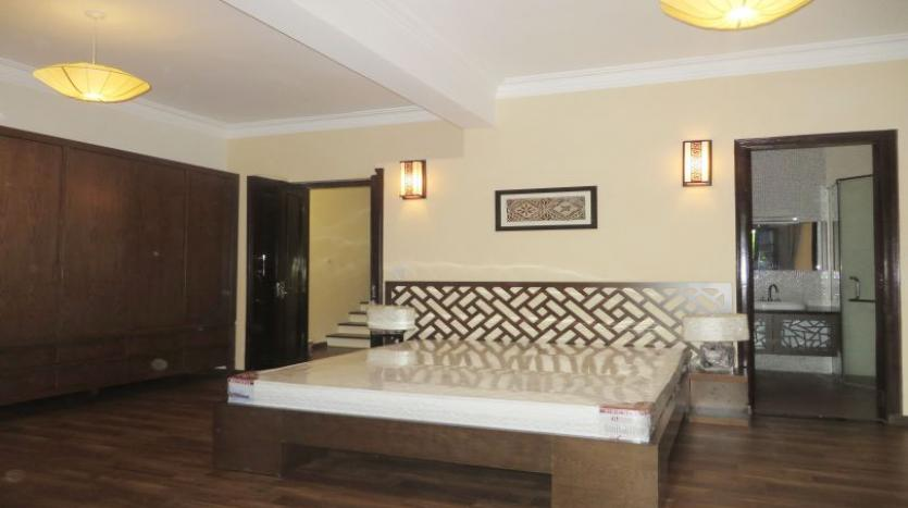 refurbished-3-bedroom-house-for-rent-in-tay-ho-large-yard-14