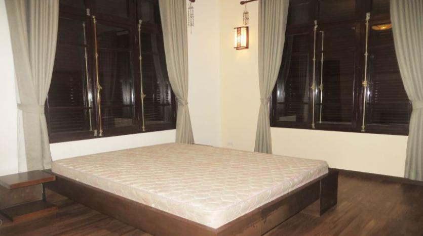 refurbished-3-bedroom-house-for-rent-in-tay-ho-large-yard-16
