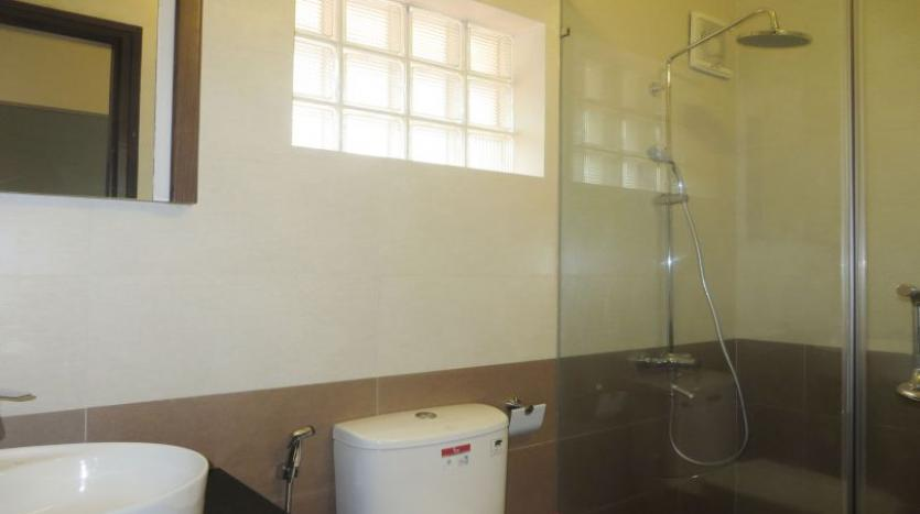 refurbished-3-bedroom-house-for-rent-in-tay-ho-large-yard-22