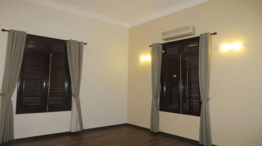 refurbished-3-bedroom-house-for-rent-in-tay-ho-large-yard-23