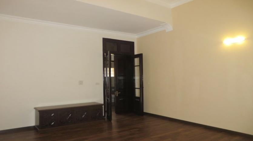 refurbished-3-bedroom-house-for-rent-in-tay-ho-large-yard-24