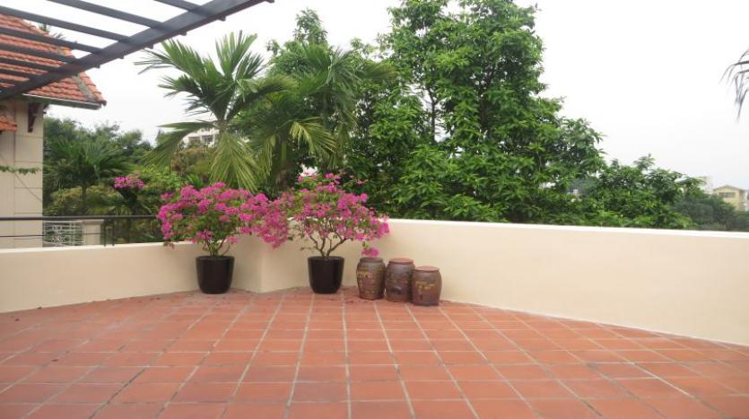 refurbished-3-bedroom-house-for-rent-in-tay-ho-large-yard-25