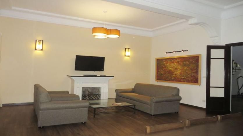 refurbished-3-bedroom-house-for-rent-in-tay-ho-large-yard-3