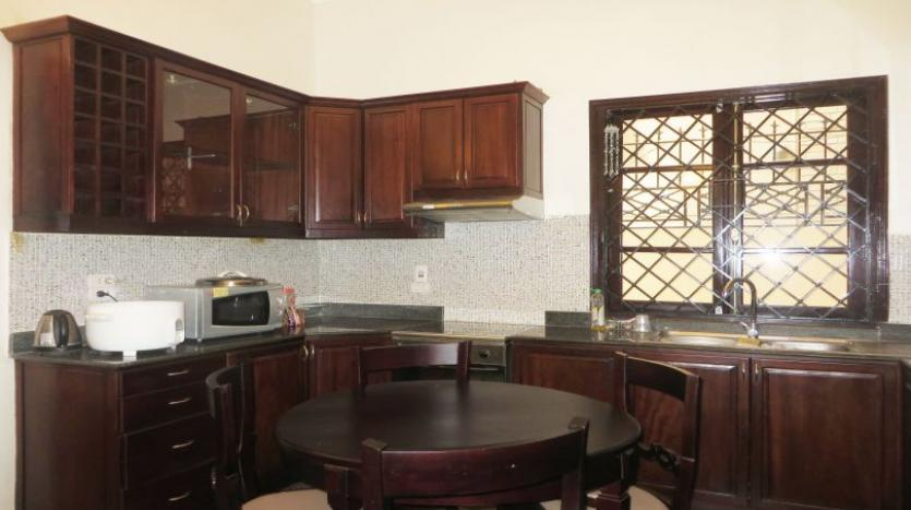 refurbished-3-bedroom-house-for-rent-in-tay-ho-large-yard-4