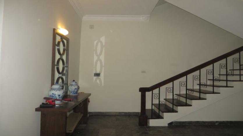 refurbished-3-bedroom-house-for-rent-in-tay-ho-large-yard-7